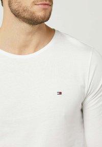 Tommy Hilfiger - LONGSLEEVE - Long sleeved top - weiß - 2