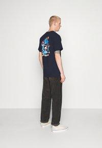 HUF - COME DOWN TEE - T-shirt print - french navy - 3