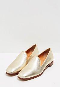 RISA - Półbuty wsuwane - gold-coloured - 3