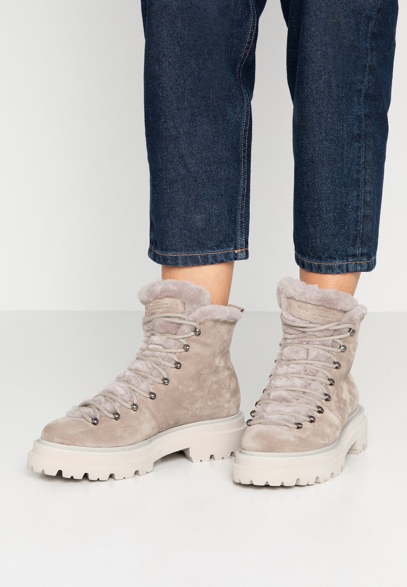 Kennel + Schmenger - BOBBY - Platform ankle boots - ombra/nature