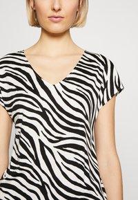 Marc Cain - Print T-shirt - white/black - 5