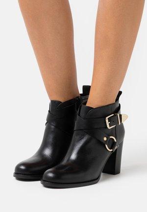 ATMOVI - Ankle Boot - noir
