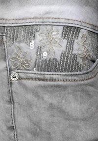 Street One - CASUAL FIT  - Slim fit jeans - grau - 4