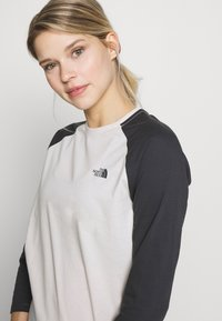 The North Face - WOMENS CORREIA TEE - Topper langermet - vintage white - 4