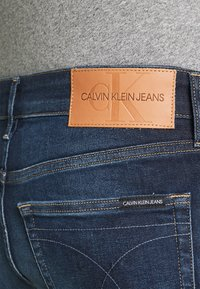Calvin Klein Jeans - SLIM TAPER - Jeans Tapered Fit - blue - 4