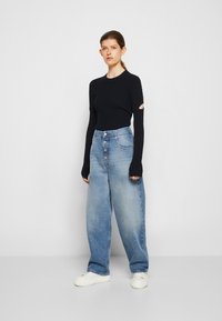 MM6 Maison Margiela - PANTS POCKETS - Relaxed fit jeans - vintage used/blue - 4