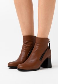 lilimill - Ankle boots - twister almond - 0