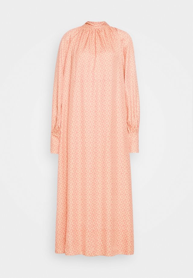 SUSSI DRESS - Maxikjoler - pink love