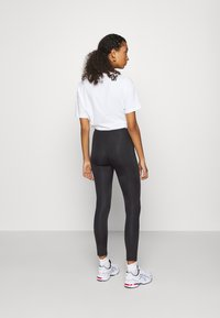Even&Odd - Shiny Look Leggings - Leggings - Trousers - black - 2
