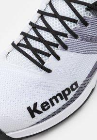 Kempa - WING 2.0 - Boty na házenou - white/black - 5