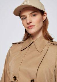 BOSS - CONRY - Trenchcoat - beige - 5
