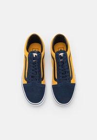Vans - OLD SKOOL UNISEX - Trainers - dress blues/golden glow - 3