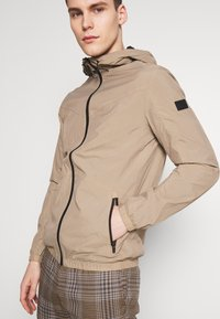 Jack & Jones - JCOSPRING LIGHT JACKET - Giacca leggera - dune - 3