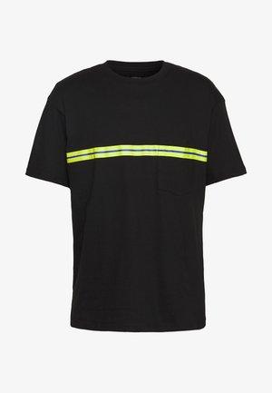 DOWNTOWN LOOSE FIT TEE - T-shirt z nadrukiem - black
