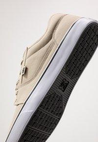 DC Shoes - TONIK - Zapatillas - timber/oak - 5