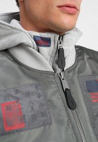 Alpha Industries - BLOOD CHIT - Light jacket - vintage green - 7