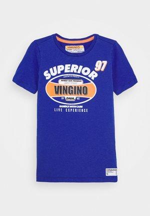HAJARI - Print T-shirt - italian blue