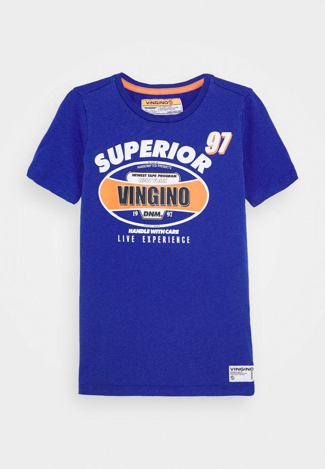 HAJARI - T-shirt z nadrukiem - italian blue