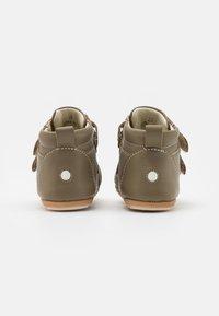 Robeez - MIRO UNISEX - Dětské boty - kaki - 2