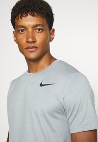 Nike Performance - DRY - Basic T-shirt - smoke grey/light smoke grey/heather/black - 3