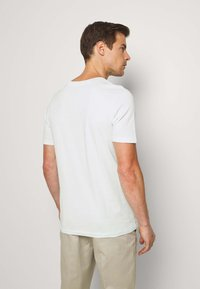 Selected Homme - SLHTHEPERFECT ONECK TEE  - T-paita - glacier - 2
