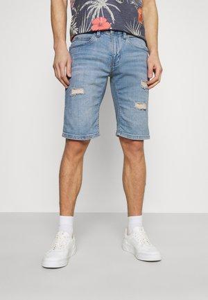 KADEN HOLES - Shorts di jeans - blue wash