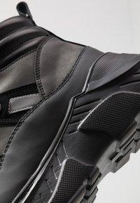 Versace Jeans Couture - LINEA FONDO SPEED  - Høye joggesko - black - 5