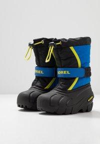 Sorel - YOUTH FLURRY - Zimní obuv - black/super blue - 3