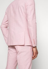 Isaac Dewhirst - PLAIN WEDDING - Suit - pink - 10