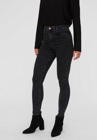 Vero Moda - VMSOPHIA  - Jeans Skinny - dark grey denim - 0