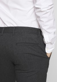Selected Homme - SLHSLIM ARVAL PANTS - Trousers - grey - 5