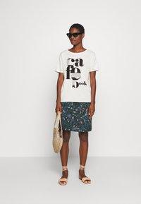 comma casual identity - KURZARM - Print T-shirt - off-white - 1