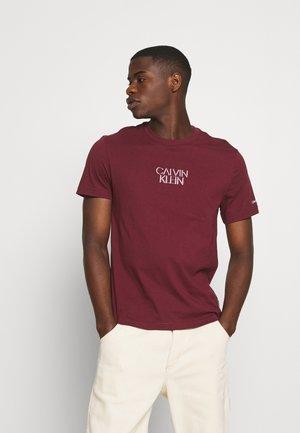 SHADOW CENTER LOGO - T-shirt med print - tawny port