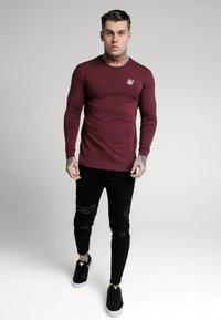 SIKSILK - STRAIGHT HEM GYM TEE - Long sleeved top - burgundy - 1
