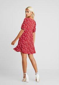 Fashion Union Petite - ROMINA - Hverdagskjoler - red - 3