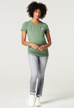 Print T-shirt - vinyard green
