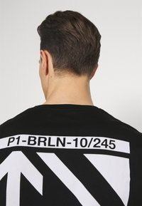 Pier One - CHEST POCKET TEE - T-shirt con stampa - black - 3