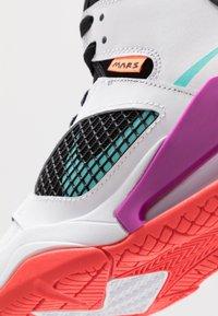 Jordan - MARS - Basketbalové boty - white/hyper violet/black/total orange/aurora green/bright crimson - 2
