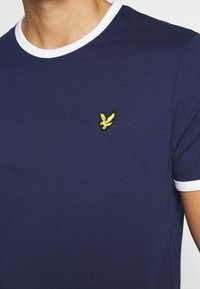 Lyle & Scott - RINGER TEE - T-shirt - bas - navy/white - 4