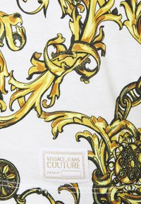Versace Jeans Couture - Print T-shirt - white/gold - 6