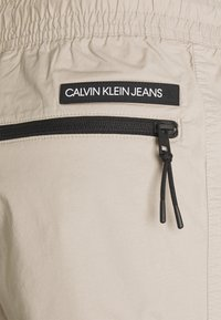Calvin Klein Jeans - LIGHTWEIGHT  - Cargo trousers - taupe - 2