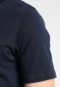 Selected Homme - SHDTHEPERFECT - Basic T-shirt - dark sapphire - 4
