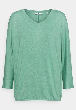 BATWING - Stickad tröja - soft leaf green melange