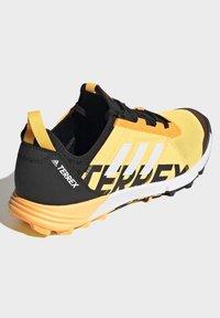 adidas Performance - TERREX SPEED TRAIL RUNNING SHOES - Obuwie do biegania Szlak - gold - 4