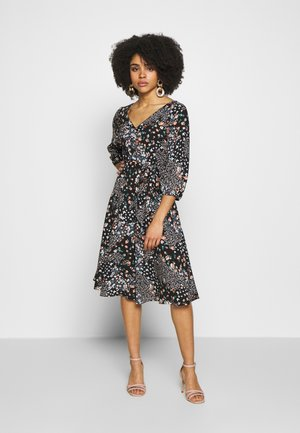 BILLIE BUTTERFLY 3/4 SLEEVE MIDI DRESS - Day dress - black