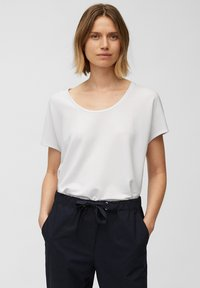 Marc O'Polo - Basic T-shirt - white linen - 0