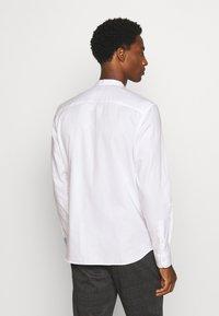 Selected Homme - SLHSLIMMARK  - Zakelijk overhemd - bright white - 2