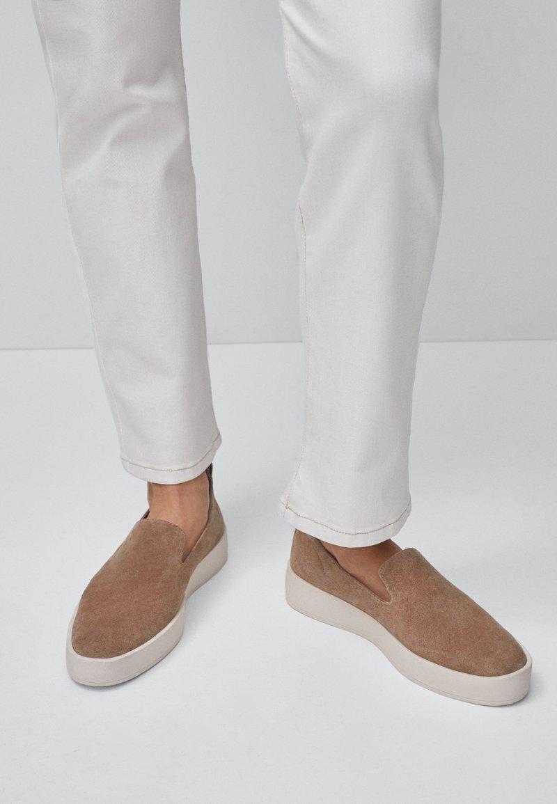 Massimo Dutti - Półbuty wsuwane - beige
