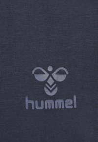 Hummel - HMLSIGGE - Print T-shirt - black iris - 4