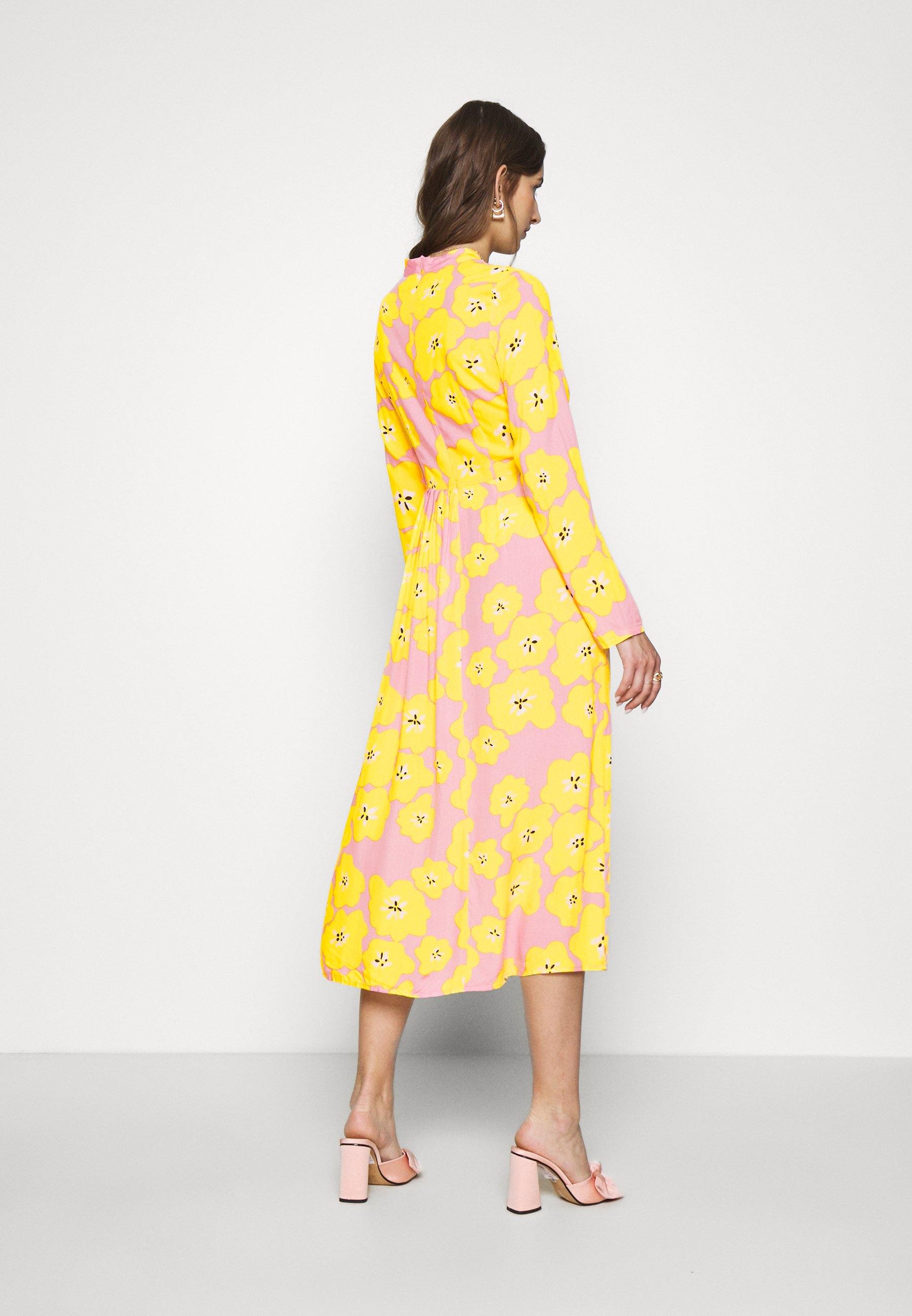 Never Fully Dressed FLORAL SWEDISH MIDI Cocktailkleid/festliches Kleid pink/yellow/pink